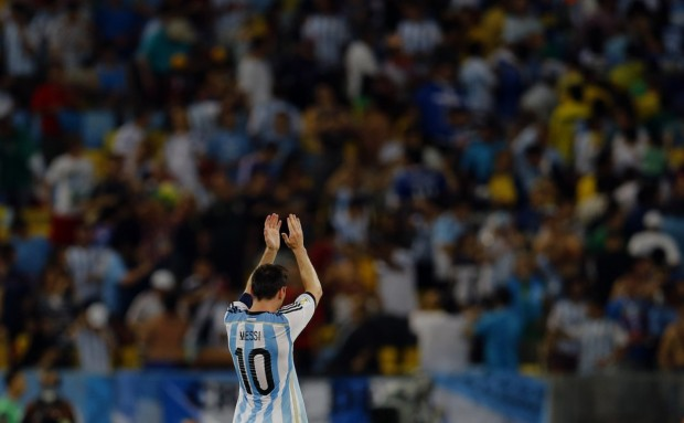 lionel-messi-thanks-the-fans-after-beating-bosnia-herzegovina